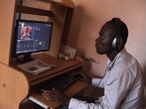 Un journaliste de RTLJ ne plein travail. Ph. M3 Didier