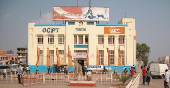 Une partie de la poste de Lubumbashi a été transformée en marché de téléphones. Source: panorama.com