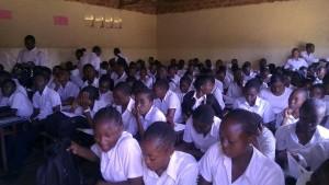 Des finalistes du secondaire dans une école de Lubumbashi